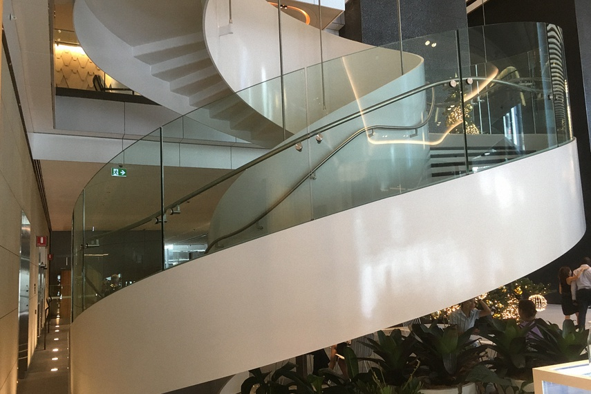 Clear heat-strengthened laminated curved glass – stair balustrade.