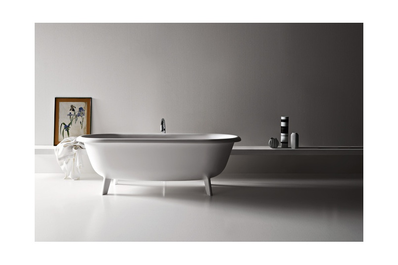The Ottocento bathtub by Benedini Associati for Agape is inspired by the shapes of the distant past.